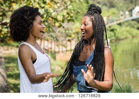 Afro friends enjoying a beautiful day on the park