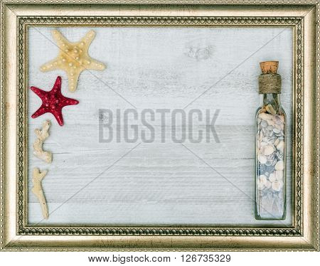 gilded picture frame with starfish inside closeup
