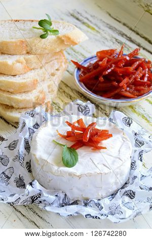 Camembert cheese with orange marmalade and bread