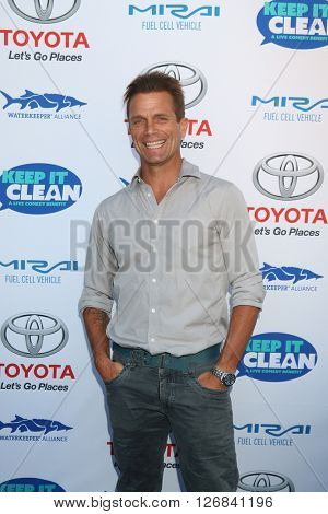 LAS VEGAS - APR 21:  David Chokachi at the Keep It Clean Comedy Benefit For Waterkeeper at the Avalon Hollywood on April 21, 2016 in Los Angeles, CA