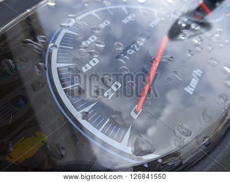 Motorcycle speedometer close-up showing its range in kilometers
