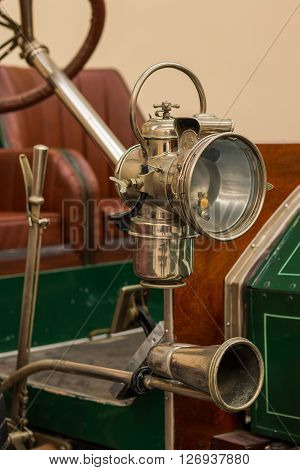 Side front head lamp on a 1910 Humber Roadster.
