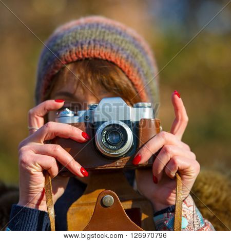 woman photographs the analog camera the age of 40 years