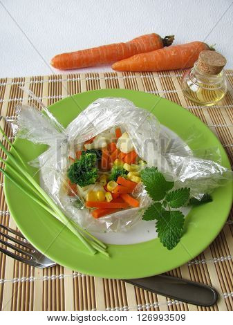 Steamed vegetables in boilable pouch for foods