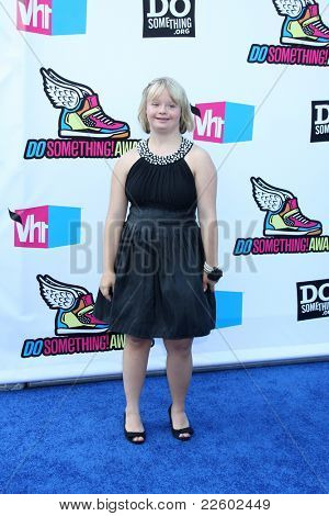 LOS ANGELES - AUG 14:  Lauren Potter arriving at the 2011 VH1 Do Something Awards at Hollywood Palladium on August 14, 2011 in Los Angeles, CA
