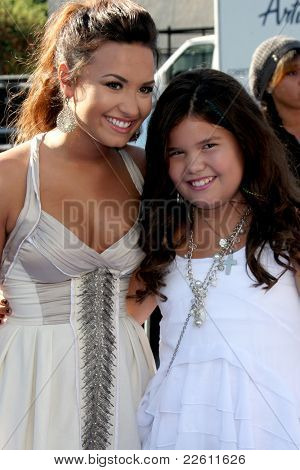 LOS ANGELES - AUG 14:  Demi Lovato, Madison De La Garza arriving at the 2011 VH1 Do Something Awards at Hollywood Palladium on August 14, 2011 in Los Angeles, CA