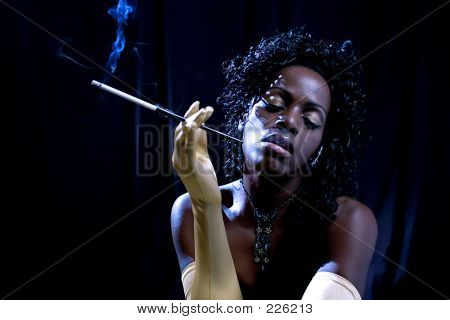 Diva Smoking (extreme Lighting)
