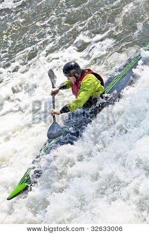 White water weir canoeist