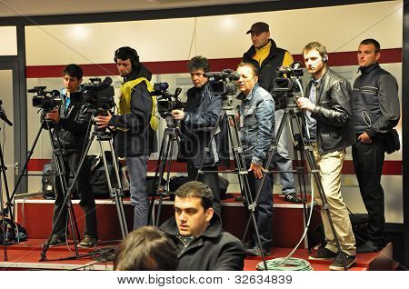 Operators and photographers at press conference