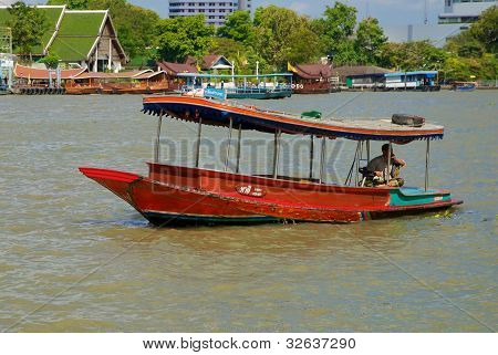 Boat on the Chao Praya river