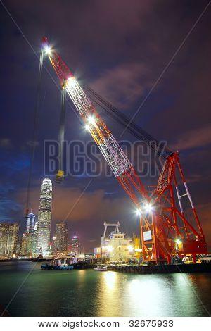 elevación de la nave en el puerto de hong kong