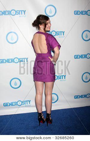 LOS ANGELES - 4 de mayo: Madeline Carroll llega a la cuarta noche de generosidad Gala evento anual en H