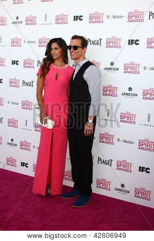 LOS ANGELES - FEB 23:  Camila Alves, Matthew McConaughey attend the 2013 Film Independent Spirit Awards at the Tent on the Beach on February 23, 2013 in Santa Monica, CA