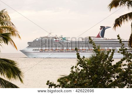 Cruise Ship Leaves St Thomas