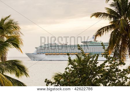 Cruise Ship Leaves St Thomas