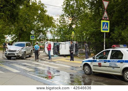 MOSCOW - JUN 4: Serious car accident at intersection of Pogonny passage and 1-st Podbelsky passage, Jun 4, 2012, Moscow, Russia.