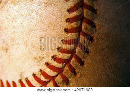 Close de um velho, resistido Baseball
