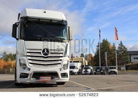 White Mercedes-benz Actros Truck