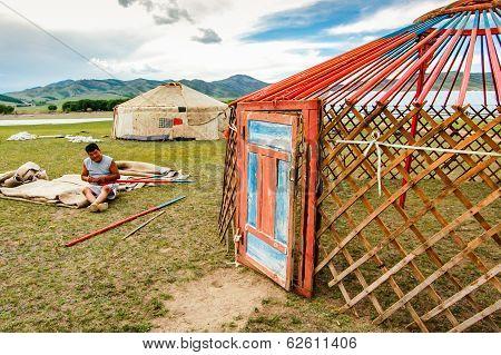 Constructing A Mongolian Ger