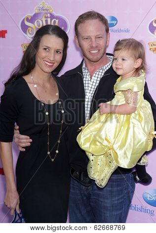 LOS ANGELES - NOV 09:  Ian Ziering, Erin Kristine Ludwig & Mia arrives to the