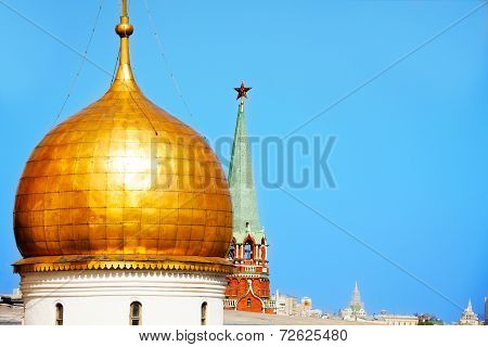 One cupola of Annunciation Cathedral with Kremlin