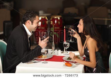 Pareja romántica cena