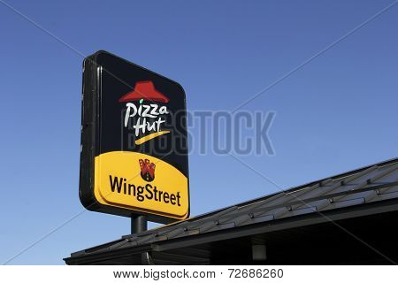 Pizza Hut Resaurant Sign