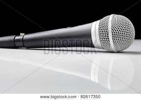 Voice Microphone With Reflection