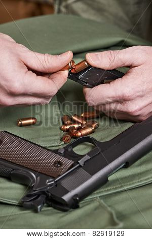 Soldier Load Ammo In Clip gun