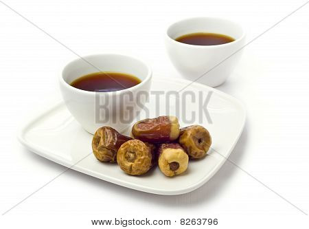 Arabic dates with black tea