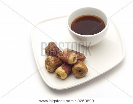 Black tea with dates