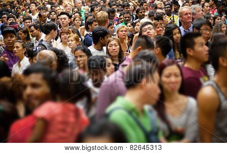 Singapore - 31 Dec 2013: A Huge Crowd Of People Gathering In Singapore To Celebrate The Arrival