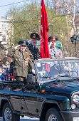 Постер, плакат: Veterans of World War 2 salute from SUV on parade