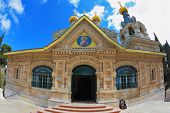 pic of church mary magdalene  -  Above the triangular portico golden domes topped with golden crosses - JPG