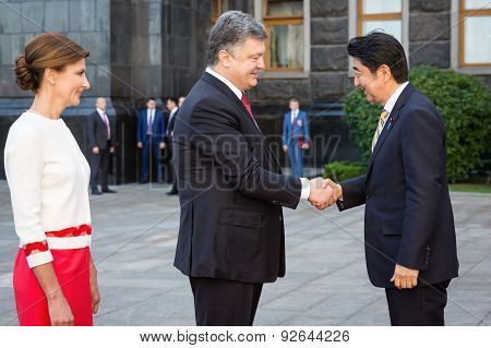 Shinzo Abe And Petro Poroshenko