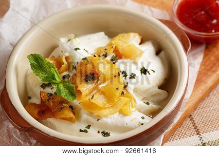 Dumplings with sour cream and baked apples