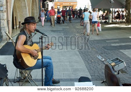 singer with guitar
