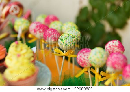 Cake Pops In The Candy Bar