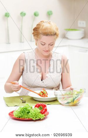 Pregnant woman eating tasty salad
