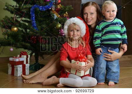 Children With Mother