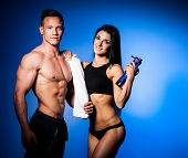 pic of fitness man body  - Fitness couple poses in studio  - JPG