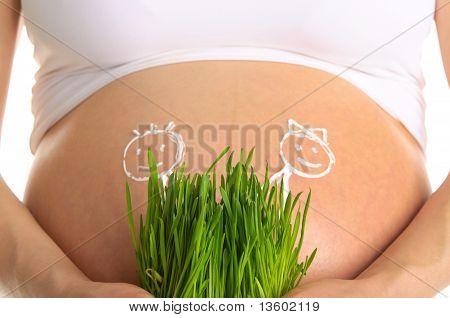 Gezeichnet von Kindern und grünem Gras