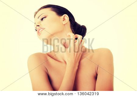Young beautiful woman scraching her self.