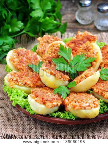 Baked potatoes with ham, cheese, bread crumbs and egg.
