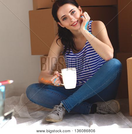 Young woman portrait while painting new apartment .