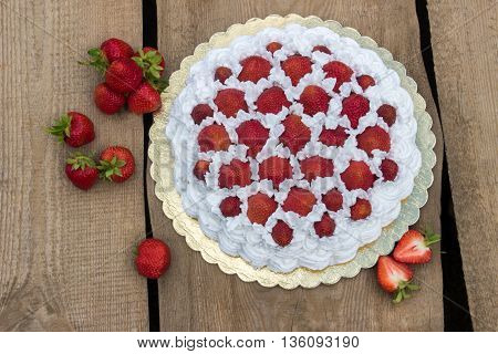 Light, delicate and tasty cream cake with fresh strawberries
