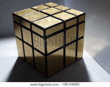 cubo mirror 3x3 de color dorado armado