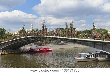 MOSCOW, RUSSIA - JUNE 23, 2016: Bridge of Love or a Meadows bridge or a Tretyakov bridge connects the Bolotnaya Square with Kadashevskaya embankment landmark
