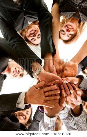 manos de negocio de trabajo en equipo en una oficina en una sala de reuniones