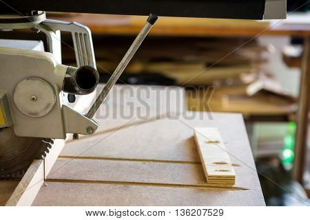 Image of a saw working on a workshop